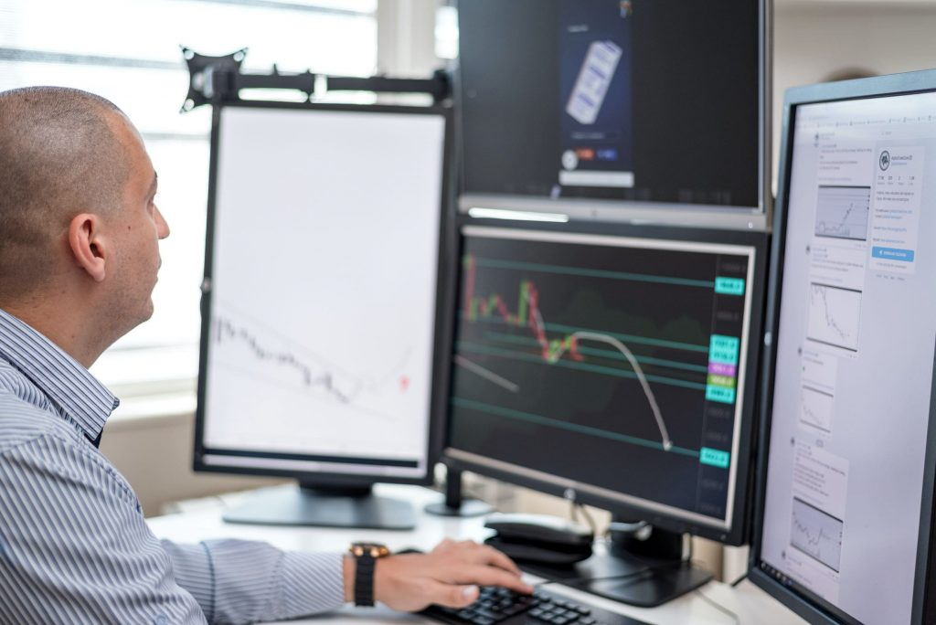 forex trader looking at screens